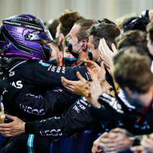 Hamilton se queda con el GP de Bahréin