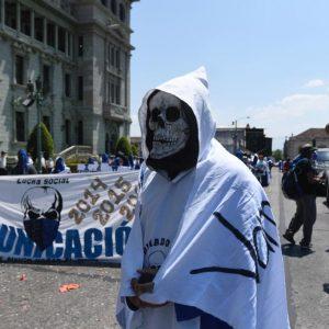 Huelgueros de la Universidad de San Carlos (Usac) acuden a la Plaza de la Constitución.