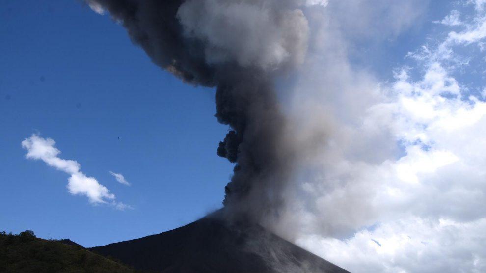 Volcán Pacaya en actividad eruptiva