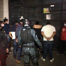 Casi 60 detenidos en un club nocturno, uno de ellos contagiado de la Covid-19