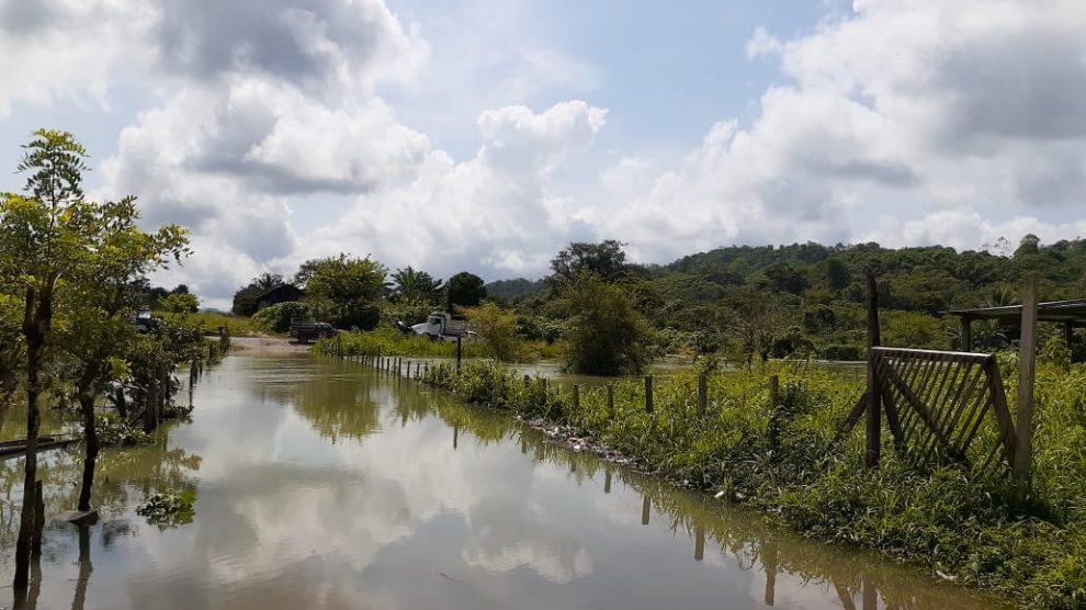 La Coordinadora para la Reducción de Desastres (Conred) reportó que se inundó la aldea Saquixpec, en Uspantán, en Quiché por desbordamiento del río Saquixpec.