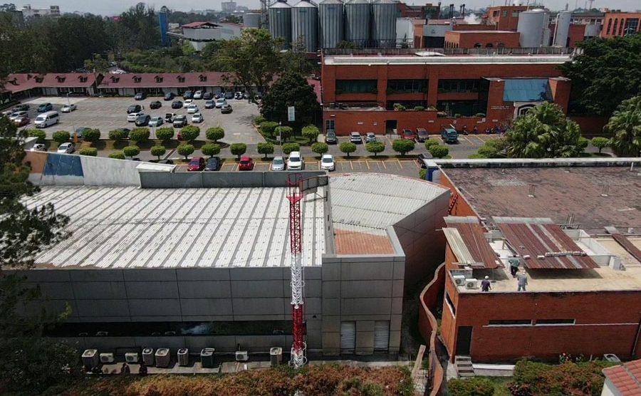 Centro para monitorear satélites de la UMG