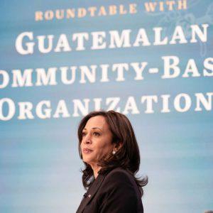 Kamala Harris se reúne con líderes comunitarios
