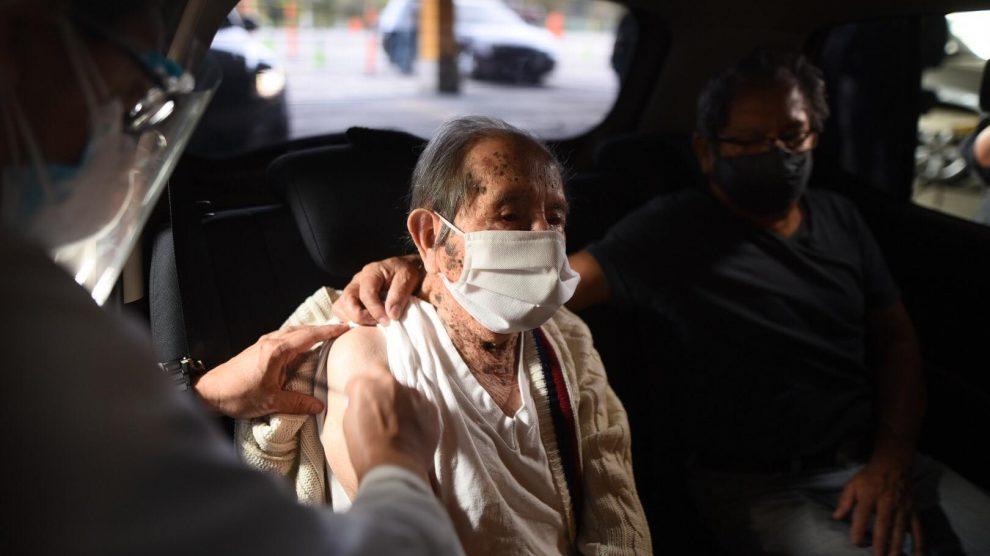 Roberto Cruz Méndez recibió la vacuna contra el COVID-19.