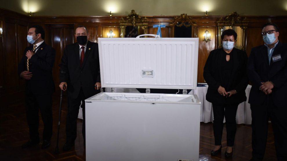 Donan congeladores para almacenar vacunas contra el Covid-19