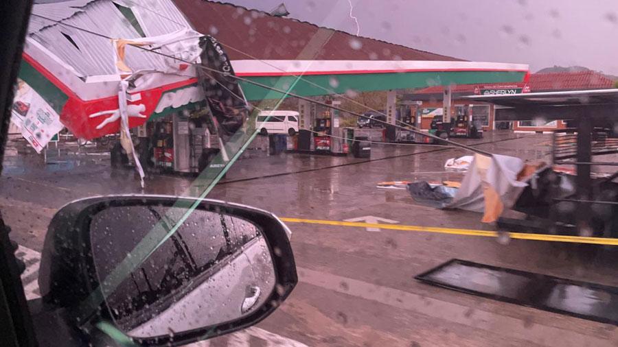 Lluvias causan destrozos en gasolinera de Petén