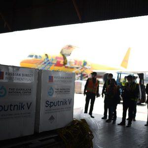 Primer lote de vacunas Sputnik-V llega a Guatemala.