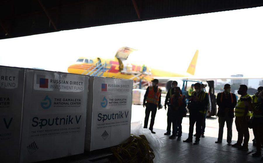 Primer lote de vacunas Sputnik V llega a Guatemala