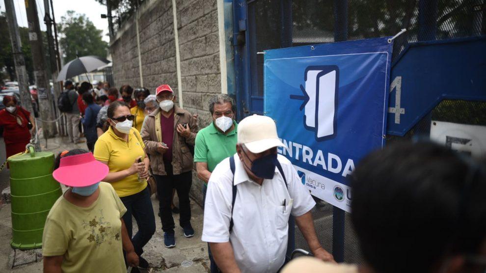 Centro de vacunación contra el COVID-19 en el Centro Universitario Metropolitano (CUM) de la Universidad de San Carlos (Usac).
