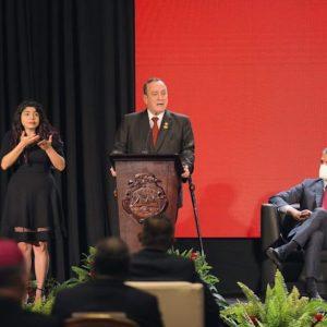 Alejandro Giammattei y Pedro Sánchez, presidentes de Guatemala y España, respectivamente, en la Cumbre del SICA.
