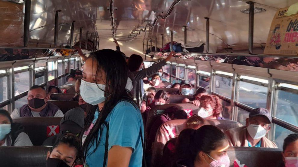 Buses de Mixco son sancionados por incumplir medidas de seguridad contra el COVID-19.