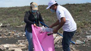 Voluntarios participaron en las jornadas de limpieza de playas y ríos. Foto: Cortesía
