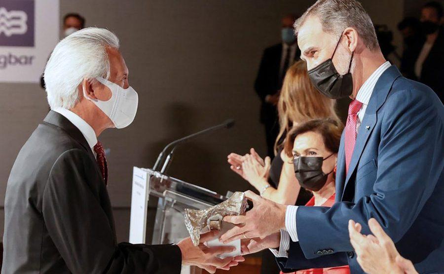 José Rubén Zamora recibe el premio Rey de España de manos del rey Felipe VI