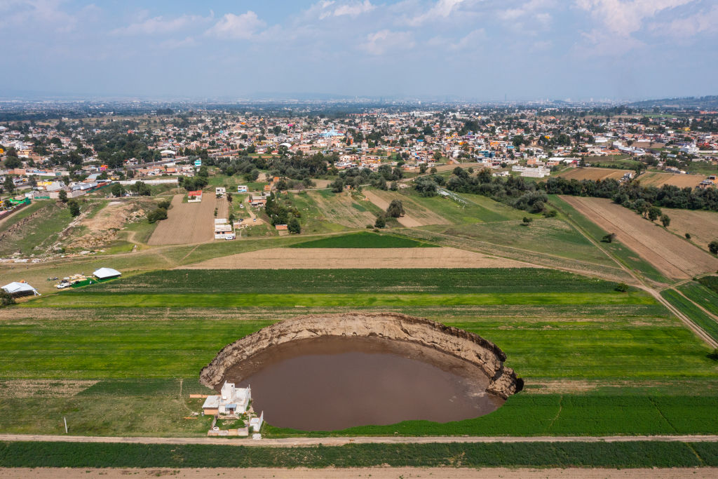 Socavón gigante en Puebla, México