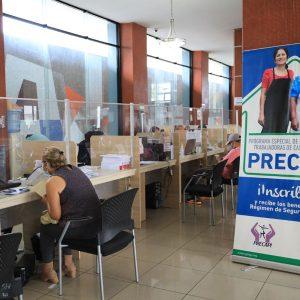 Una persona es atendida para el programa PRECAPI en el IGSS