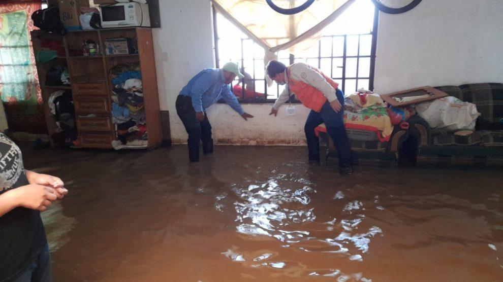 Una vivienda se inundó en Chimaltenango por una fuerte lluvia.