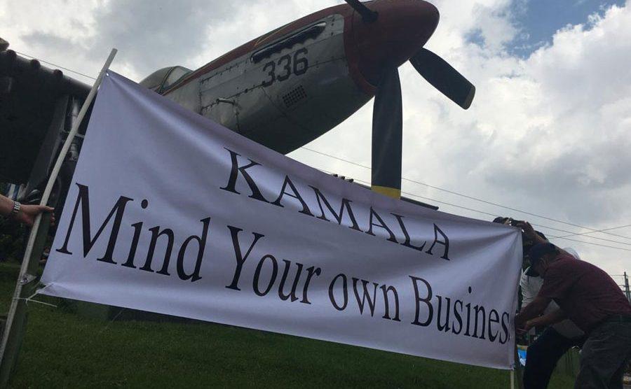 Manifiestan por la llegada de Kamala Harris al país