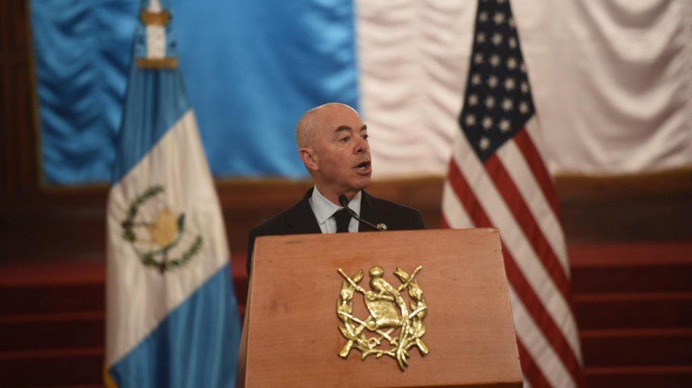 Alejandro Mayorkas, secretario de Seguridad Nacional de EE. UU., señala interés por mejorar la migración.