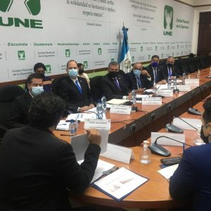 Ministro de Comunicaciones, Javier Maldonado, asiste a citación con diputados.