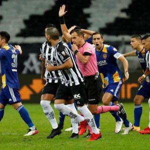 Trifulca tras finalización del partido entre Boca Juniors y Atlético Mineiro