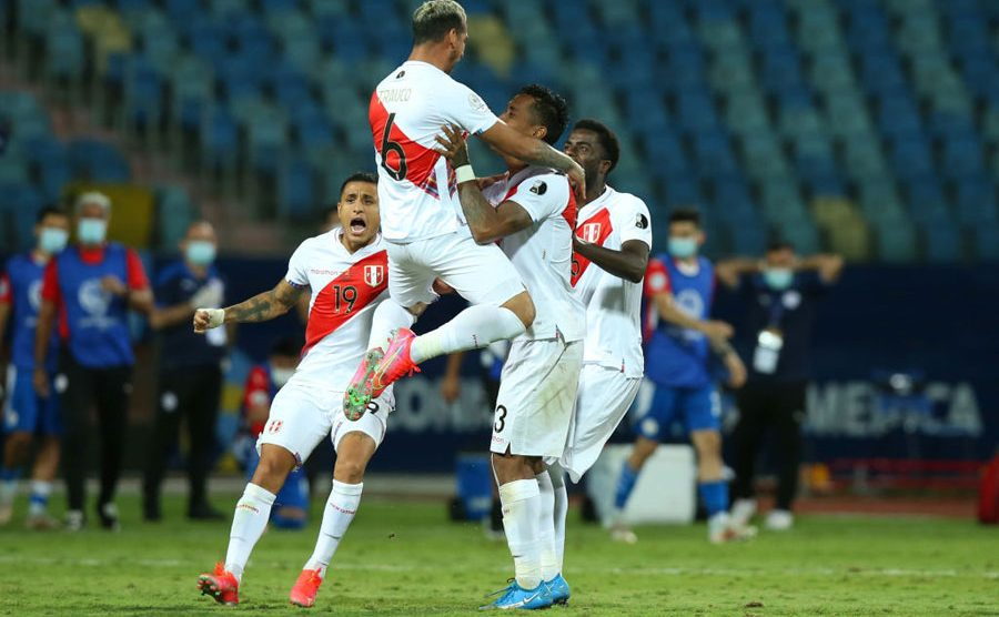 Perú celebra la victoria ante Paraguay