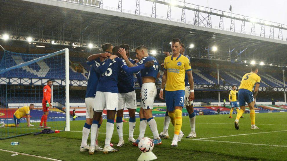 Futbolista del Everton arrestado por delitos sexuales contra menores