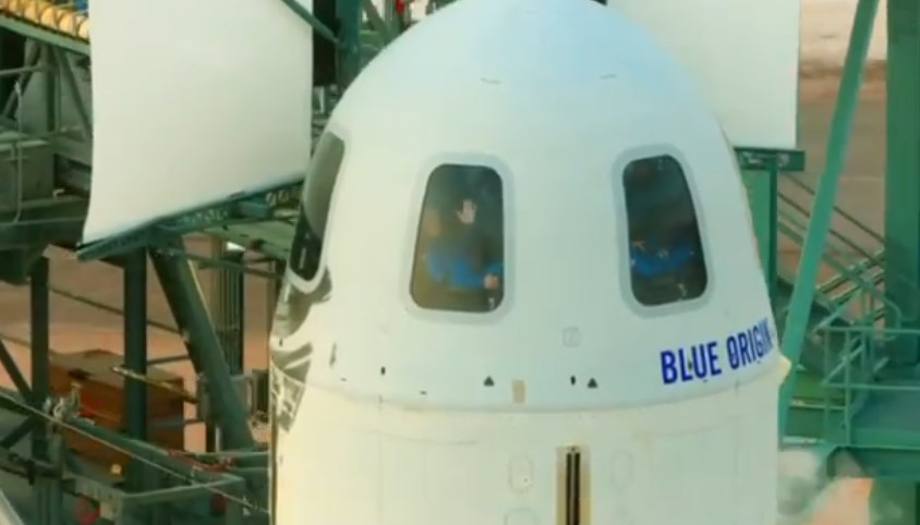 Jeff Bezos, el hombre más adinerado del mundo, viaja al espacio en misión de Blue Origin