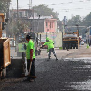 El alcalde capitalino, Ricardo Quiñónez, afirma que cerca de 55 mil vehículos transitan a diario por la Avenida Petapa, en la zona 12.