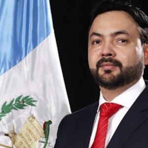 El diputado Juan Carlos Rivera, de la bancada Victoria, propuso que el Ministerio de Salud contrate hospitales privados para la atención de pacientes con COVID-19.