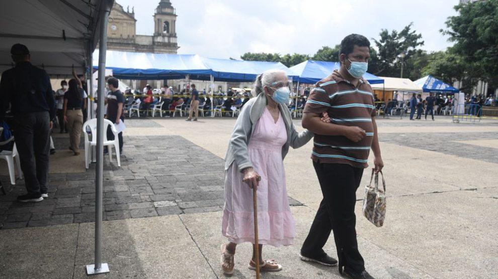 puesto de vacunación contra Covid-19 en plaza de la Constitución