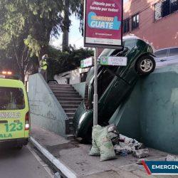 Conductor se accidenta en bulevar Liberación, zona 13