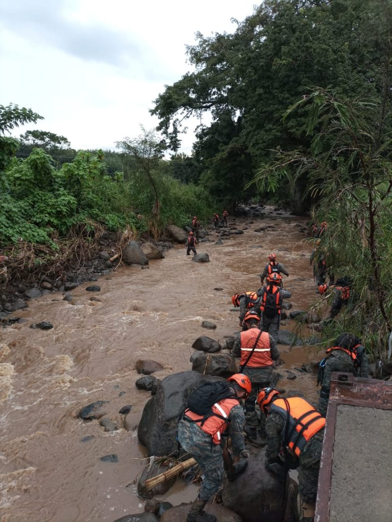 Madre y sus dos hijas cayeron a río Camella, en San Francisco Zapotitlán, Suchitepéquez.