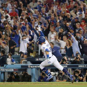 Chris Taylor celebra homerun con los Dodgers