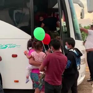 Migración entrega juguetes a niños migrantes en El Ceibo