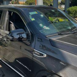VIDEO: captan atentado contra empresario que se conducía en su camioneta